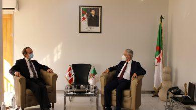 Photo of وزير الصناعة يستقبل سفير كندا بالجزائر